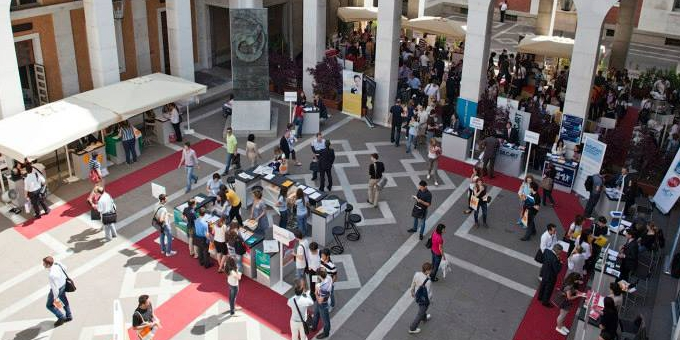 L'Ateneo di Padova apre le sue porte ad aziende e organizzazioni per agevolare il contatto diretto con i propri studenti e laureati e valorizzare le potenzialità che nascono e crescono nell'ambito accademico.